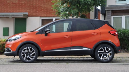 road test renaults captivating new captur crossover hits uk dealerships. Black Bedroom Furniture Sets. Home Design Ideas