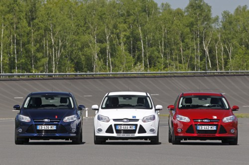Ford Focus 1 litre cars red white blue