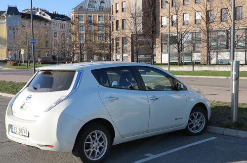 Nissan LEAF Oslo Norway 2014 charging